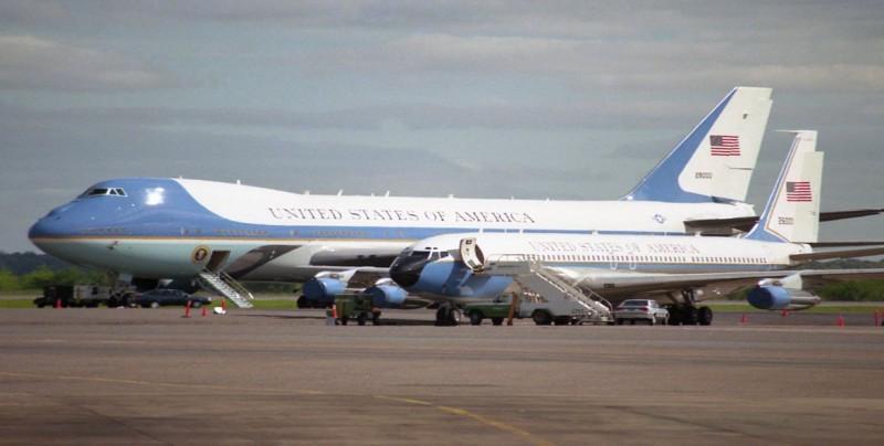 Cambiará Trump los colores del Air Force One