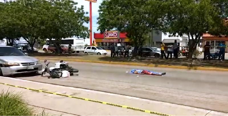 Muere motociclista por ir a exceso de velocidad