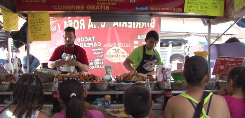 Turistas se dicen encantados con sabor de tacos mazatlecos