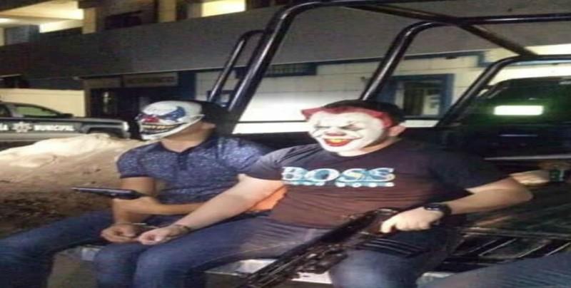 Investigan quien filtró fotos de detenidos con máscara de payaso