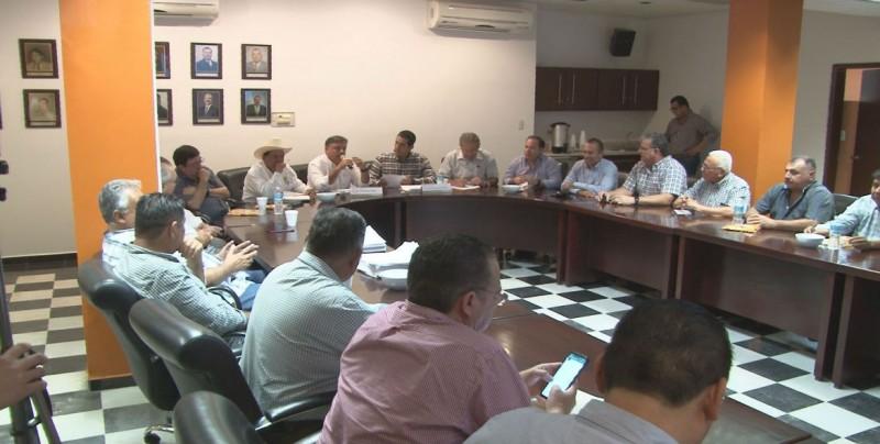 Se reúne el Secretario Jesús Valdés con productores de CAADES
