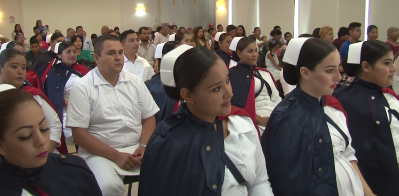 Se gradúan 17 alumnos de enfermería en Cruz Roja