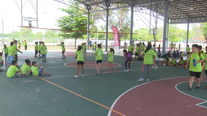 Campistas disfrutan actividades en la ciudad deportiva