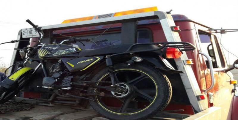 Fallece motociclista, su acompañante resultó herido en choque