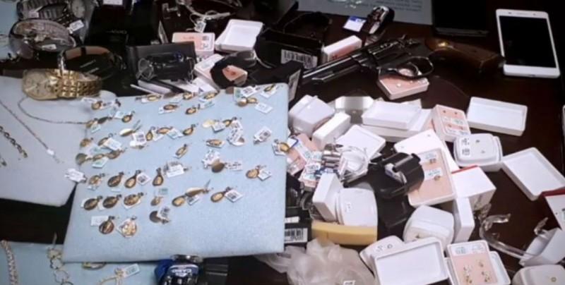 Continúan en labores funcionarios acusados de desaparecer joyas