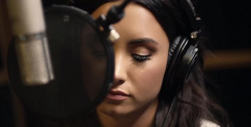 """Demi Lovato despierta tras aparente """"sobredosis"""""""