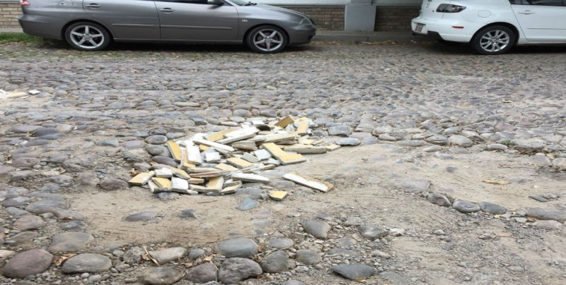 Urge reparar la calle Manuel Romero