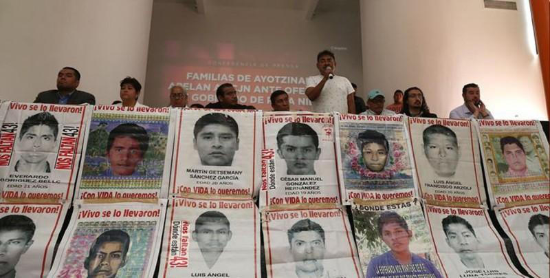 Padres de Ayotzinapa acusan a Peña Nieto y ponen esperanza en López Obrador