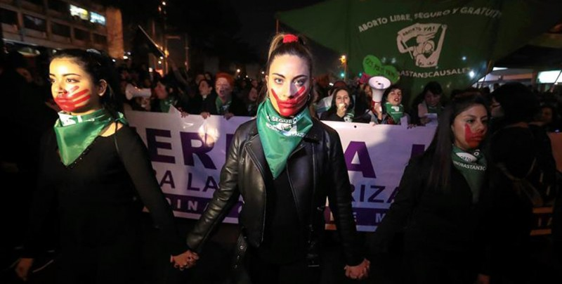 Apuñalan a tres mujeres durante marcha pro aborto en Chile