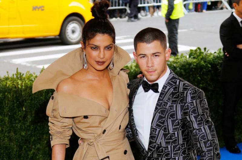 Nick Jonas se comprometió con Pryanka Chopra