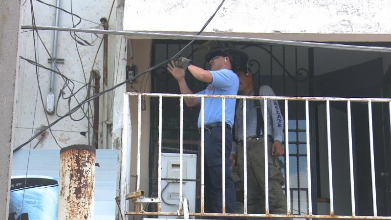 Evacuan locales comerciales por corto circuido en cables de alta tensión