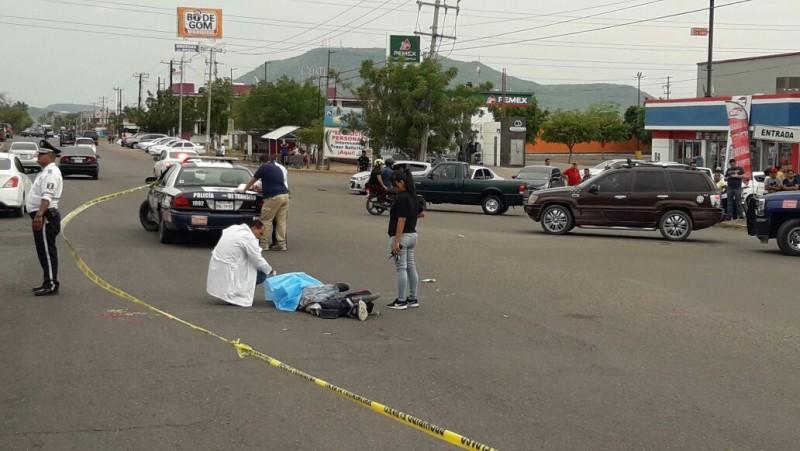 Urbano atropella a motociclista y muere