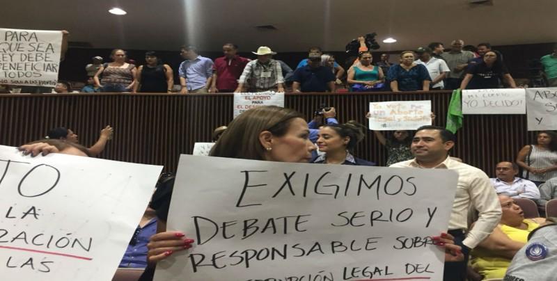 Protestas llegan al Congreso del Estado