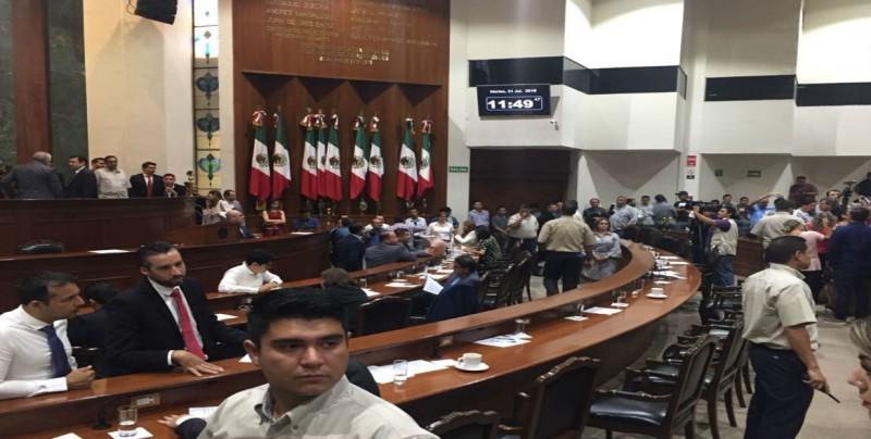 "Afirma Roberto Cruz que hay ""moches"" por 300 mil pesos para Diputados"