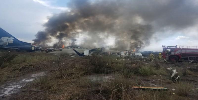 #VIDEO Se desploma avión de Aeroméxico en aeropuerto de Durango