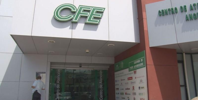 """""""Corre"""" de la prensa, se niega a dar entrevista el Sub Gerente de la CFE"""