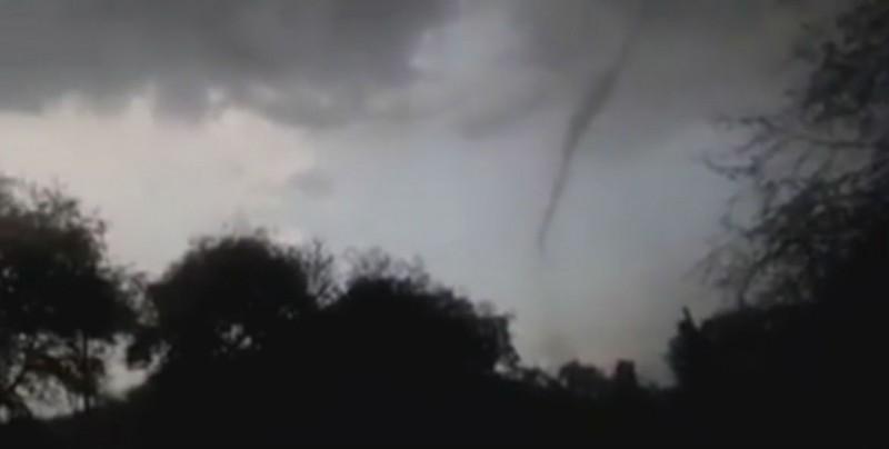 Tornado sorprende a los habitantes de Villa Corona, Jalisco