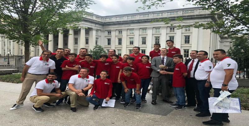 Equipo Sinaloa de Beisbol visita la Casa Blanca