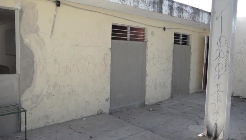 Siete escuelas afectadas por robos y vandalismo