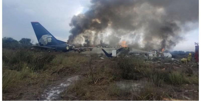 Inician remoción de restos de avión de Aeroméxico