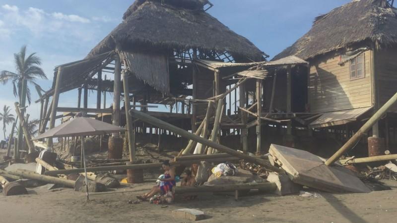 Estructura de Isla Cortés, peligro para los visitantes a la playa