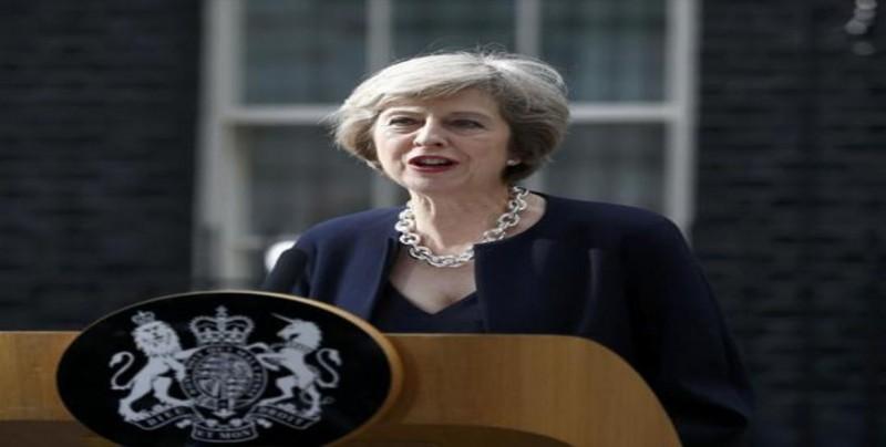 May confía en llegar a un acuerdo con la UE pese a advertencia de su ministro