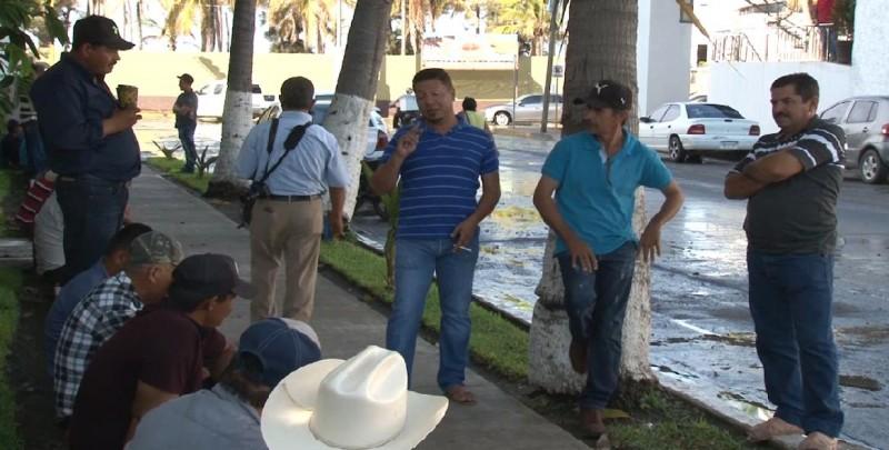 Pescadores ribereños prohíben entrada a trabajadores de Conapesca