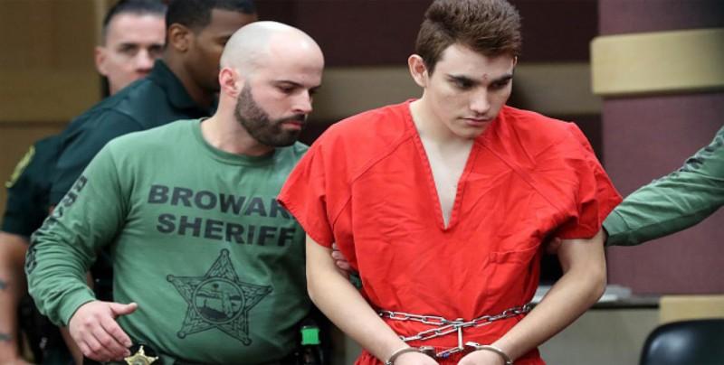 El autor de la matanza de Parkland escuchaba una voz que le ordenaba matar