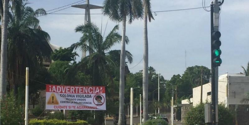 Vecinos de la Guadalupe colocan manta, advierten estar cansados de los robos
