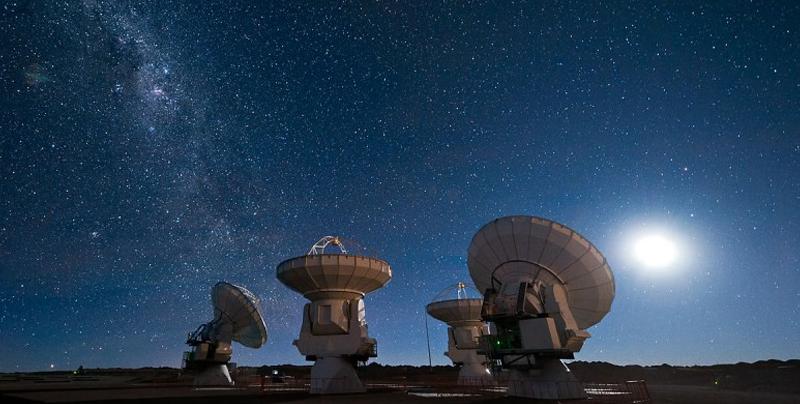 Astrónomos captan una intensa señal de radio en la Vía Láctea