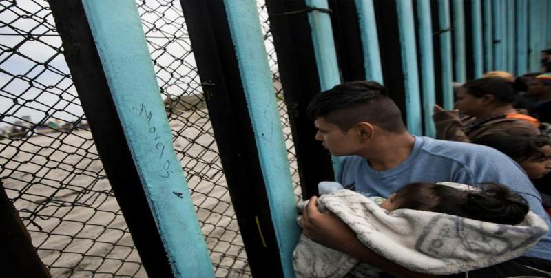 Suben las detenciones de familias en frontera de EE.UU. pese a separaciones
