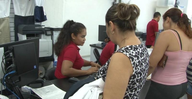 Inicia entrega de uniformes y útiles escolares en Mazatlán.