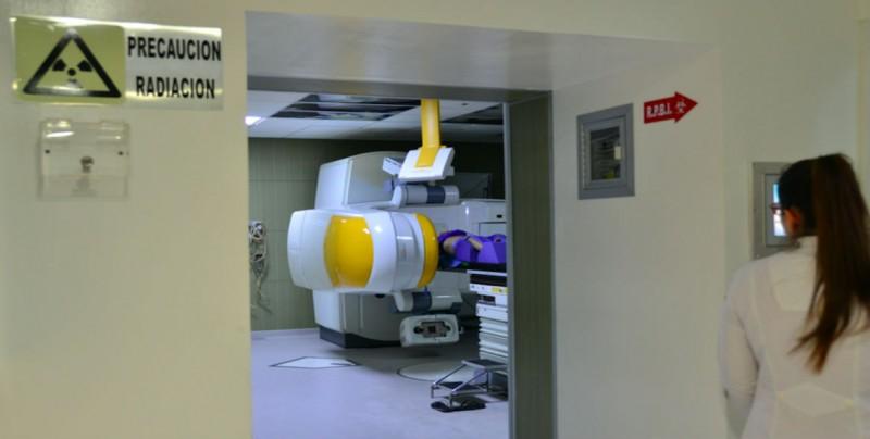 Dan mantenimiento al Acelerador Lineal del Instituto de Cancerología