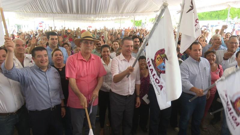 Dan banderazo de construcción del pluvial en la calle Leyva y centenario