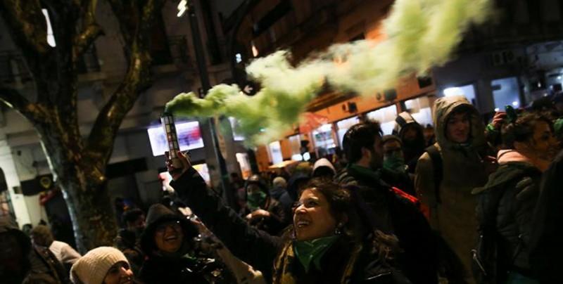 """Senado argentino rechazó """"oportunidad histórica"""" a favor de mujeres, dice AI"""