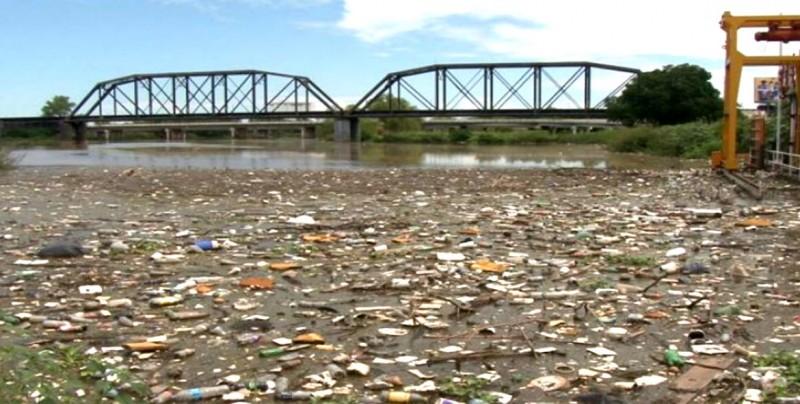 Se pide a los ciudadanos no tirar basura a las calles pare evitar inundaciones