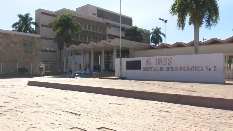 Se quejan familiares derechohabientes del IMSS por negarles visitas