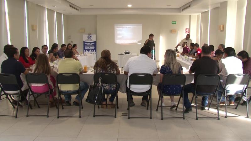 Ejecutivos de Ventas y Mercadotecnia participan en conferencia