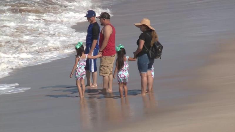 Turistas continúan en el puerto de Mazatlán