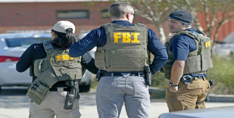 El FBI investiga cómo un hombre pudo robar y estrellar un avión en Seattle