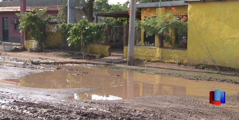 En Cajeme, vecinos de la Luis Echeverría piden apoyo al Oomapas