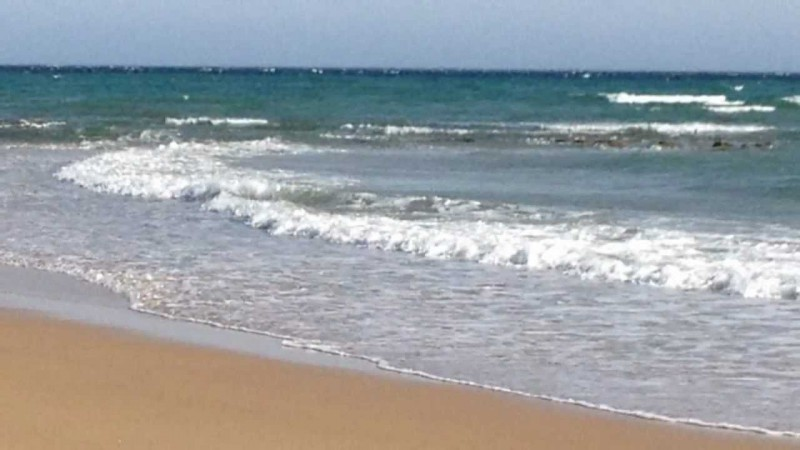 Muere en el hoyo que hizo para divertirse en la playa