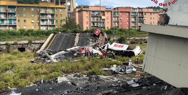 Cerca de 30 personas han muerto tras el derrumbe de un puente en Génova