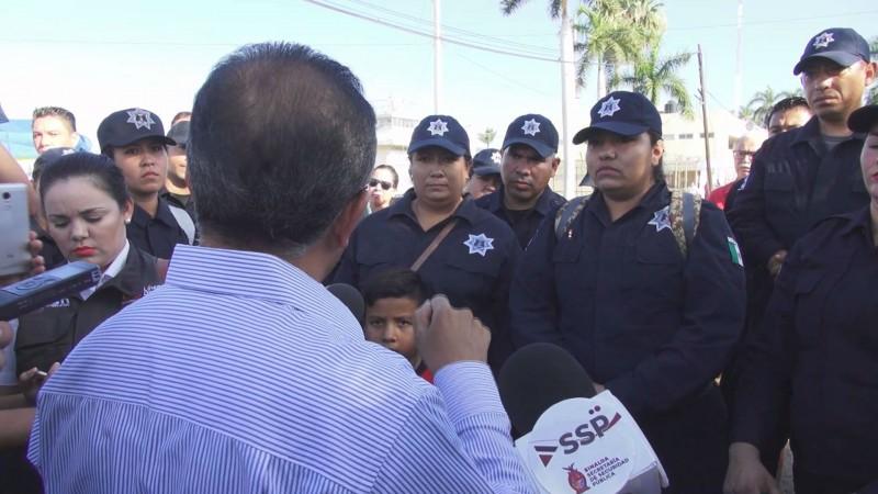 Se manifiestan custodios del penal de Culiacán