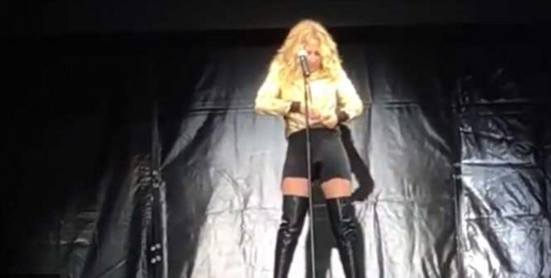 #Video A Marta Sánchez se le rompió el vestido en pleno show