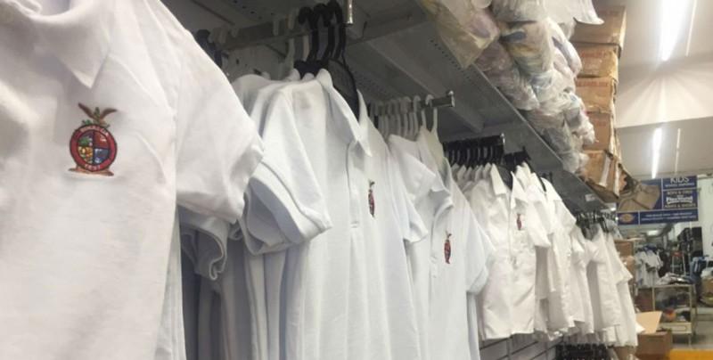 Niegan textileros desabasto de uniformes