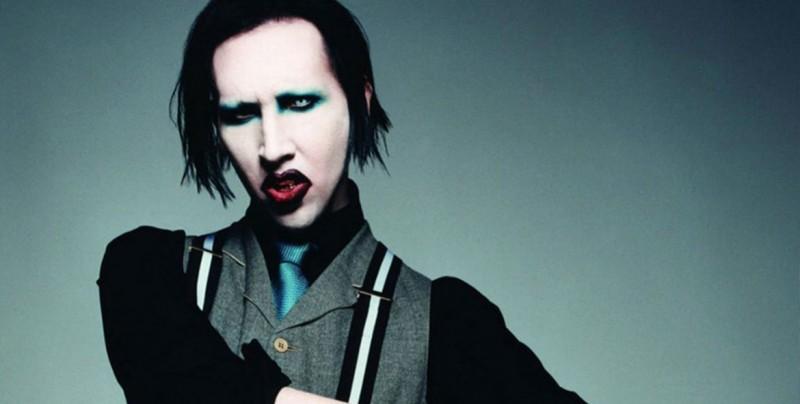 #Video Marilyn Manson se desmaya en pleno concierto