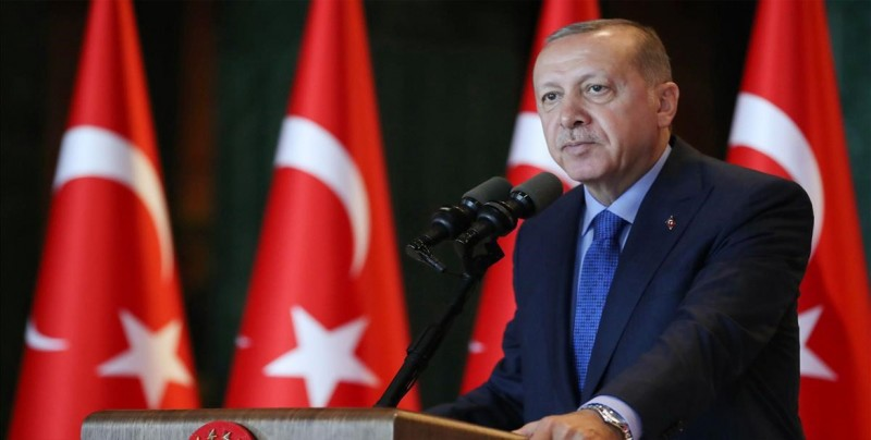 La lira se deprecia otro 2 % mientras Erdogan insiste en los ataques externos