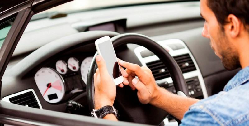 El 38 % de los jóvenes de EE.UU. textea mientras conduce su auto