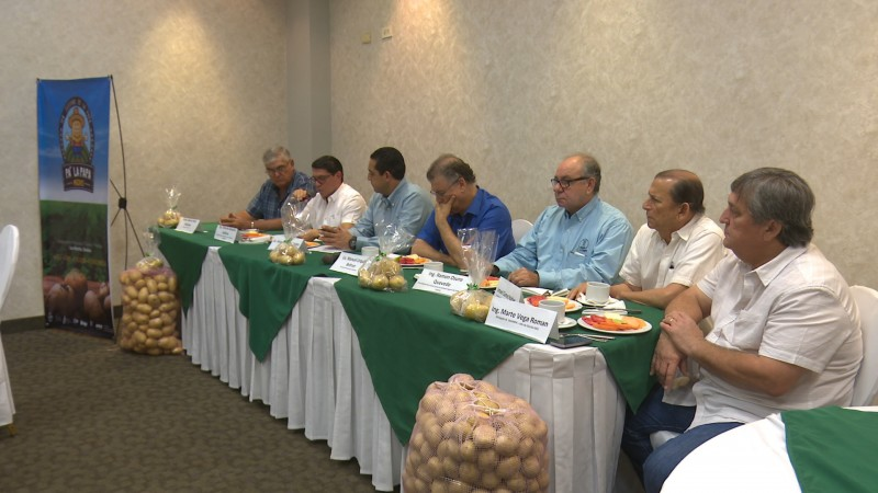 Se reúnen productores de papa con secretario de agricultura en Sinaloa